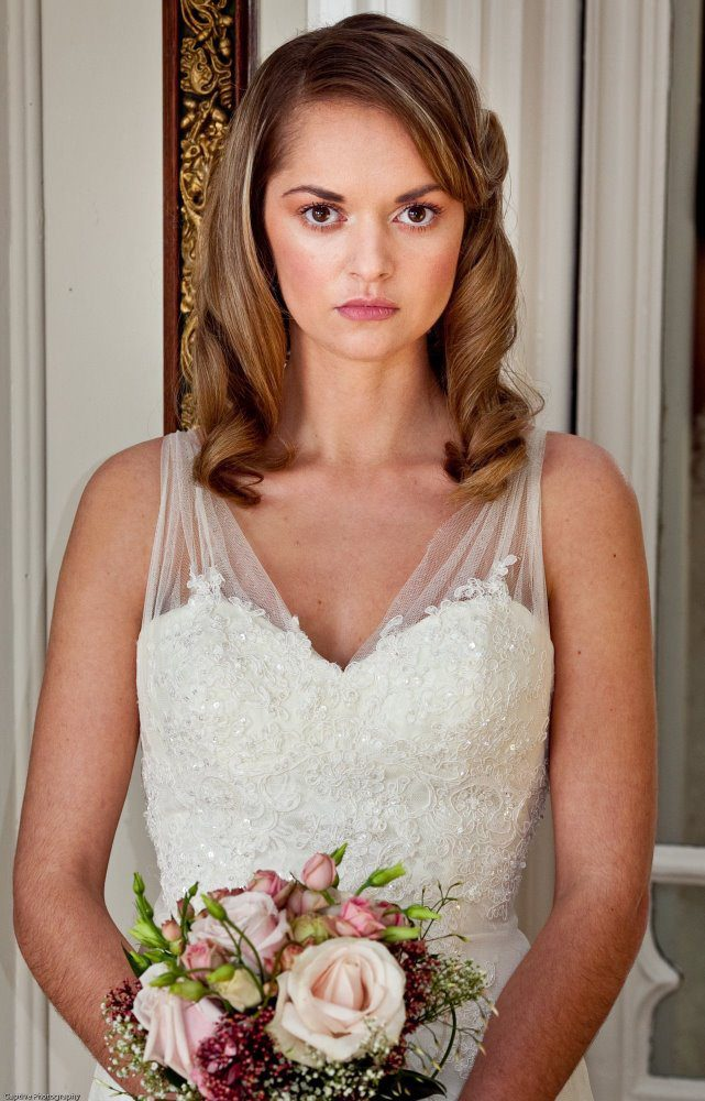Pictures of Wedding Hairstyles Down To The Side