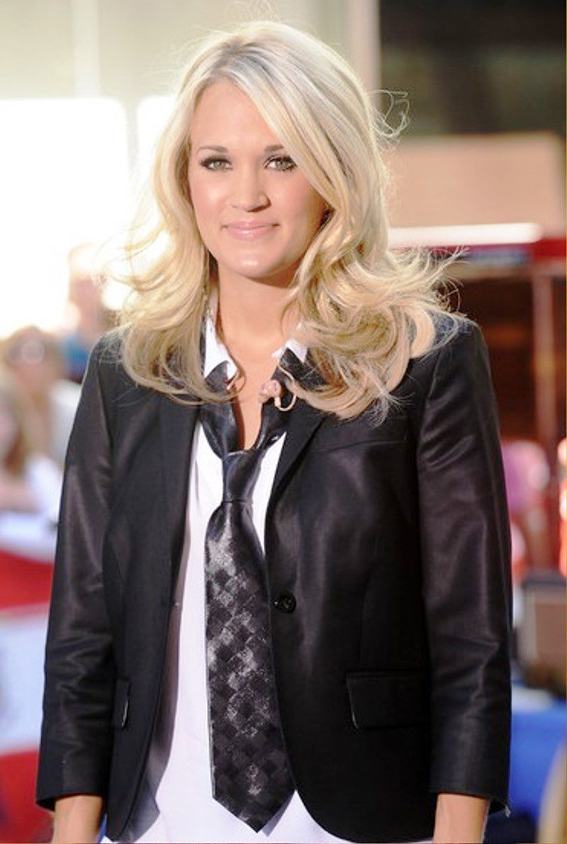 Carrie underwood medium curly hairstyle pictures