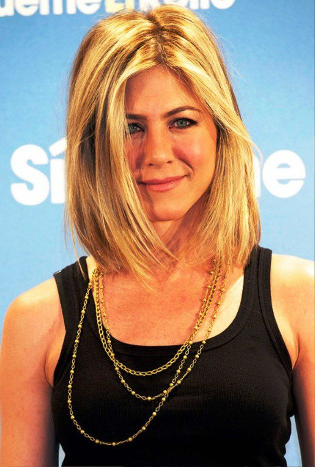 Jennifer Aniston Lob Hairstyle Detail: