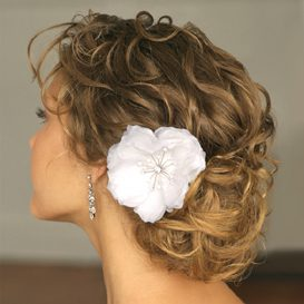 curly-hair-wedding-day-hairstyle