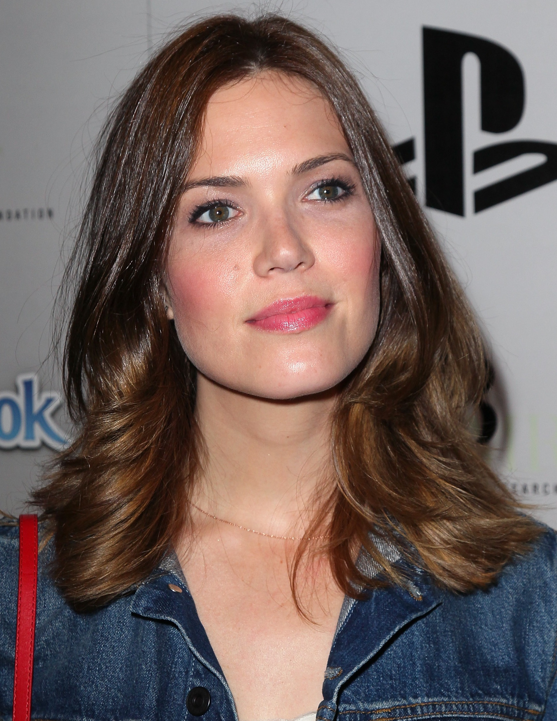 Pictures Of Short Hairstyles Mandy Moore