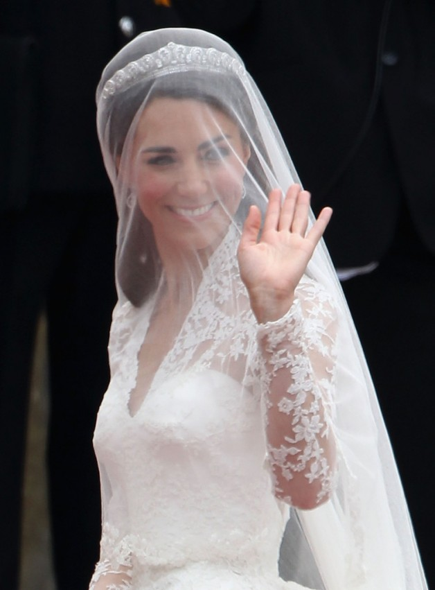 Wedding Hairstyles Veil And Tiara | Behairstyles.com