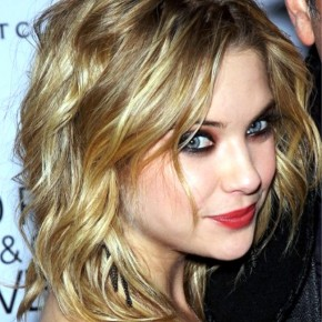Ashley Benson Sexy Medium Wavy Hairstyle