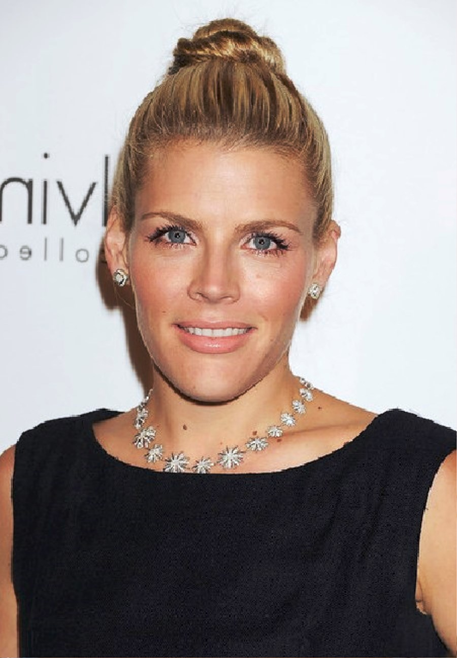 Pictures Of Busy Philipps Twisted Bun
