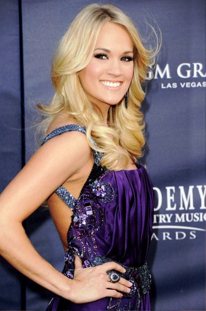 pictures of carrie underwood curly hairstyles