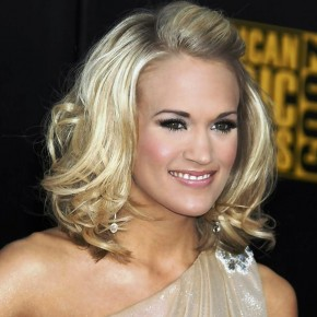 Carrie Underwood Stylish Wavy Hairstyle