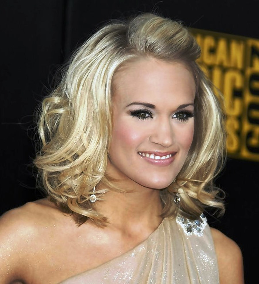 pictures of carrie underwood stylish wavy hairstyle
