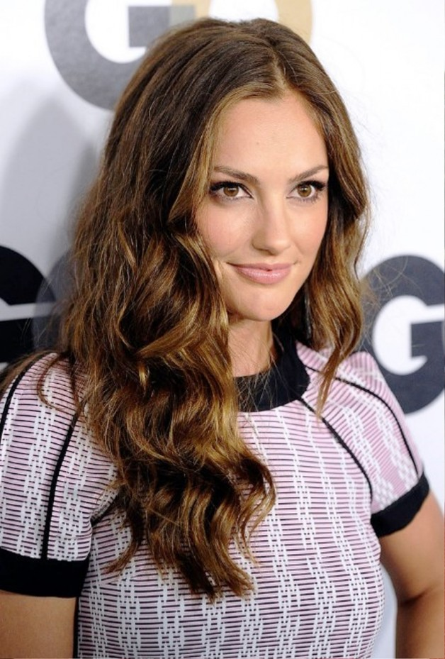 Celebrity Wavy Hairstyle For Curly Hair