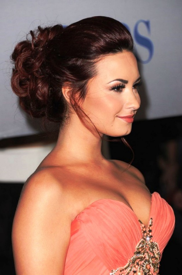 Demi Lovato Beautiful Red Updo For Long Hair