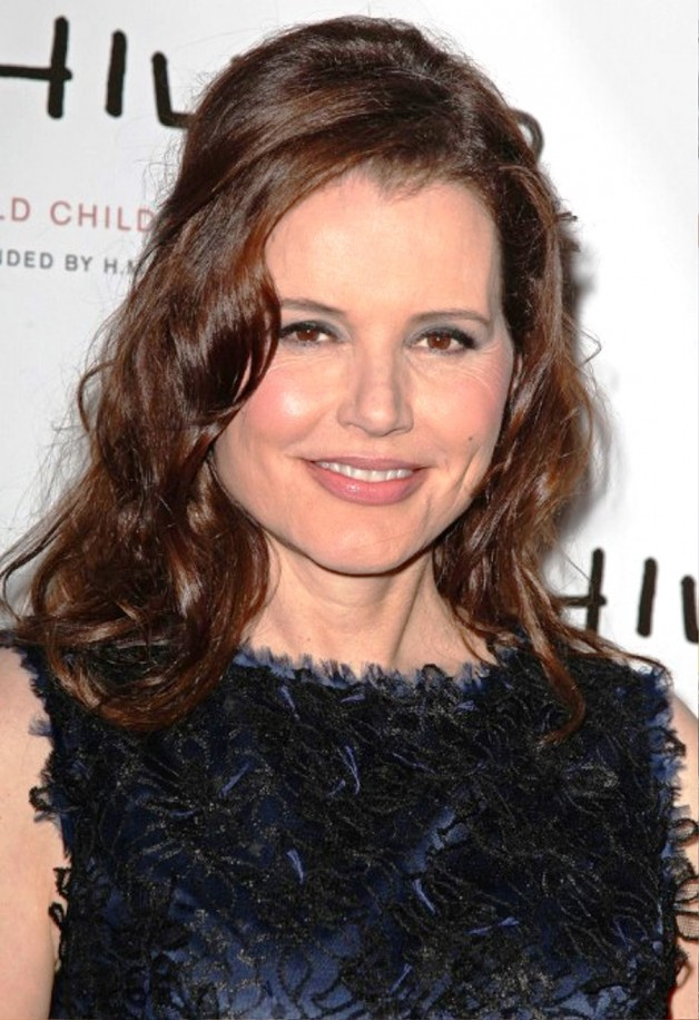 Geena Davis Long Wavy Hairstyles For Womebn Over 50