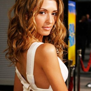 India De Beaufort Medium Wavy Hairstyles