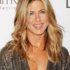 Jennifer Aniston Long Wavy Hair Style