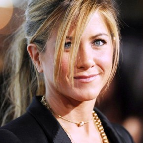 Jennifer Aniston Relaxed Ponytail With Bagns