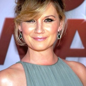 Jennifer Nettles Bobby Pinned Updo