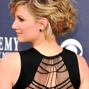 Jennifer Nettles Highlight Curly Messy Updo