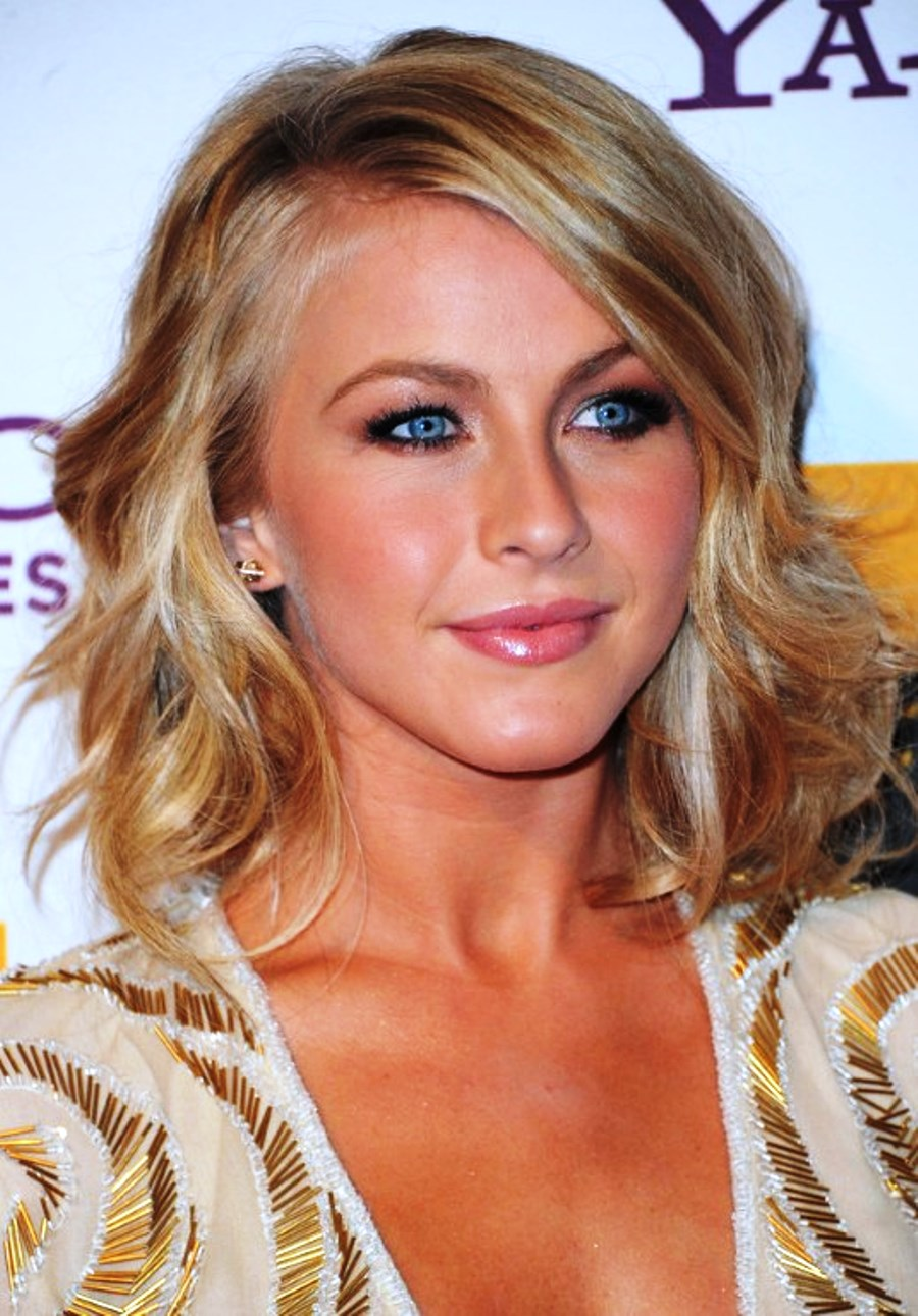 Pictures of Julianne Hough Medium Hairstyle With Waves