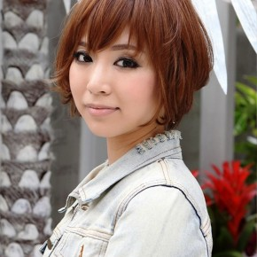 Layered Short Wavy Hairstyle For Women