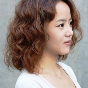 Lovely Short Curly Hairstyles For Women