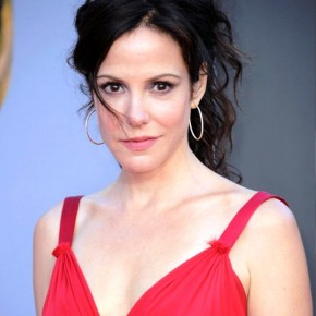 Mary Louise Parker Messy Updo For Summer