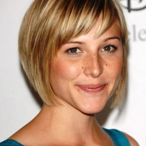 Medium Blonde Hairstyle For Women