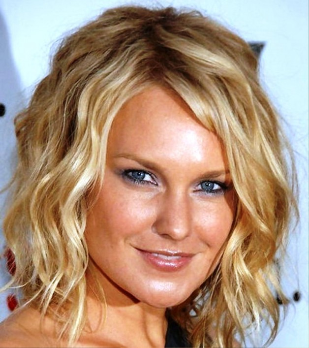 Medium Wavy Hairstyles For Women
