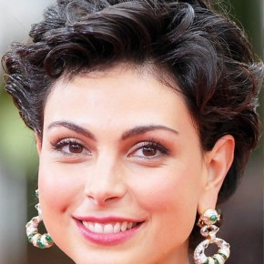 Morena Baccarin Short Curly Hairstyle