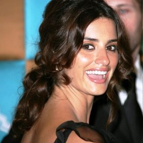 Penelope Cruz Loose Bun For Homecoming
