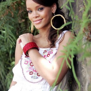 Rihanna Cute Loose Ponytail