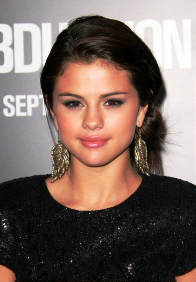 Selena Gomez Simple Easy Loose Bun Updo