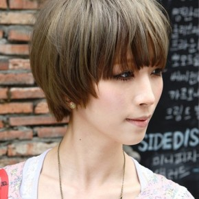 Short Japanese Sleek Hairstyle With Blunt Bangs
