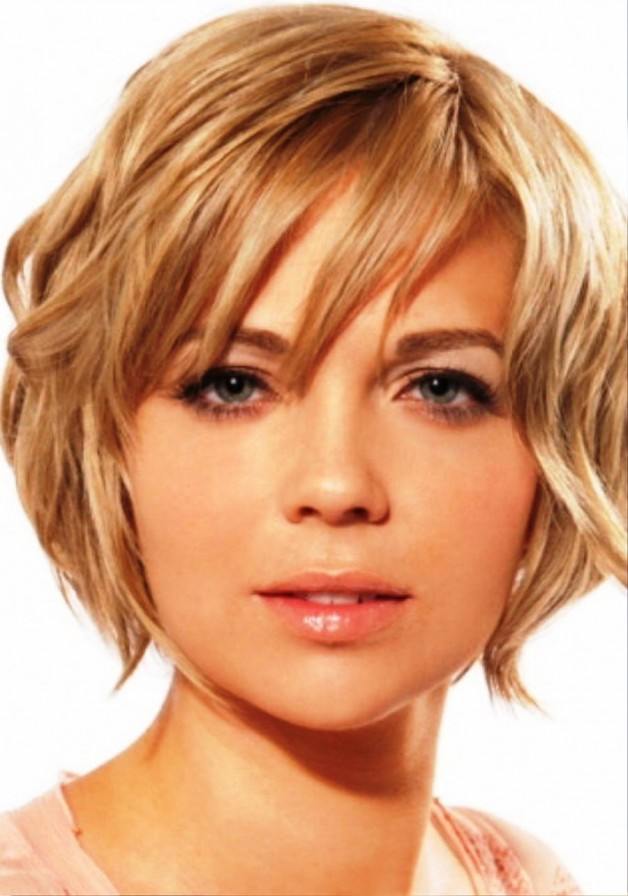 Short Wavy Hairstyles For Round Faces | Behairstyles.com