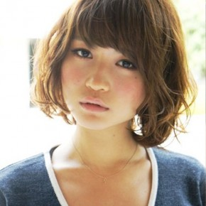 Short Wavy Japanese Hairstyle