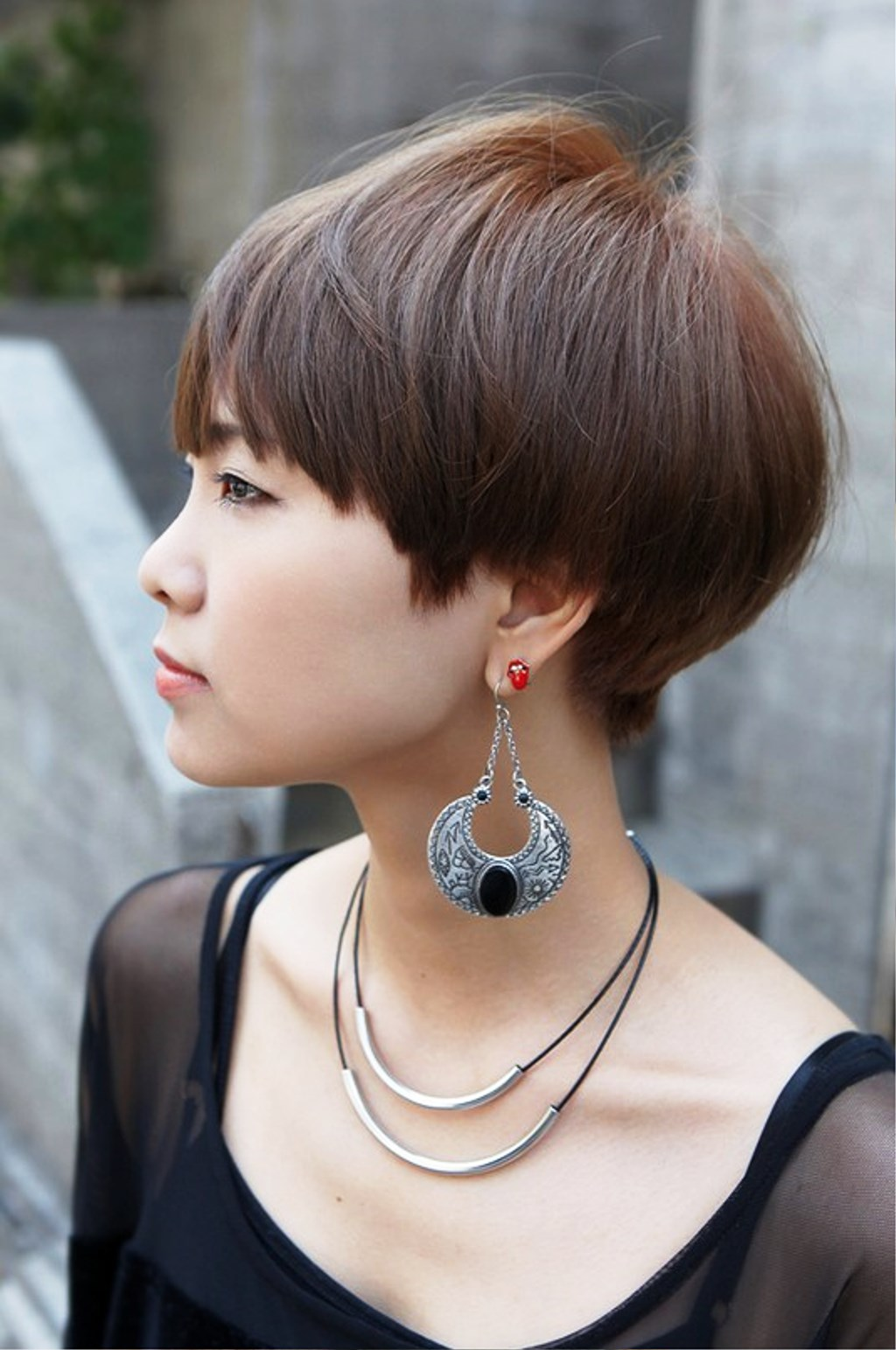 pictures of side view of cute short haircut with bangs