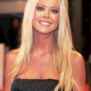 Tara Reid Center Parted Hairstyle