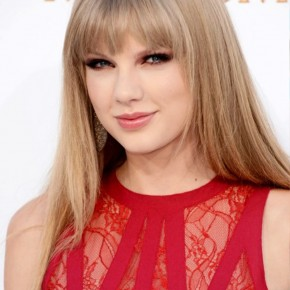 Taylor Swift Long Sleek Hair Style With Blunt Bangs1