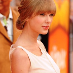 Taylor Swift Loose Updo Hairstyle With Blunt Bangs