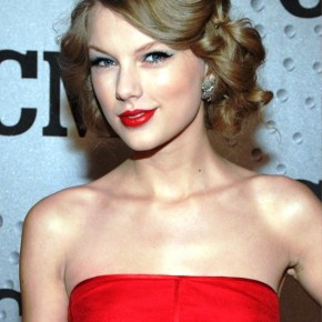 Taylor Swift Sexy Long Wavy Updo For Prom