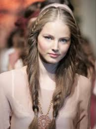 long-hair-russian-hairstyle
