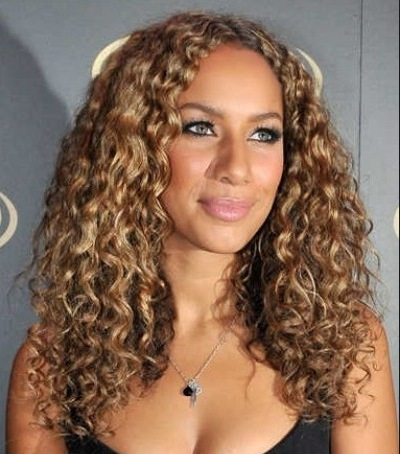 medium-curly-hairstyle