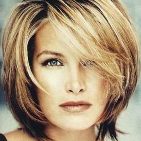 Popular Hairstyles Women Over 40