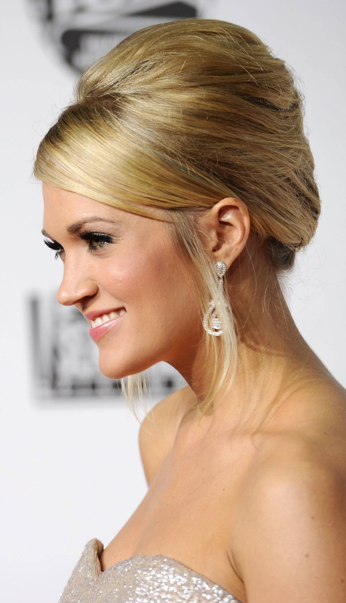 Pictures Of Popular Prom Hairstyles Updos