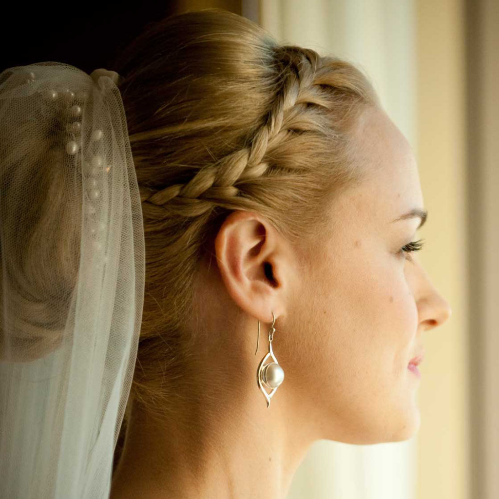 pictures of wedding hairstyles down with tiara