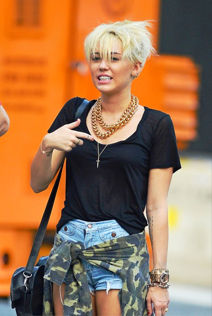 how to style miley cyrus hair pictures of miley cyrus new pixie haircut 7963