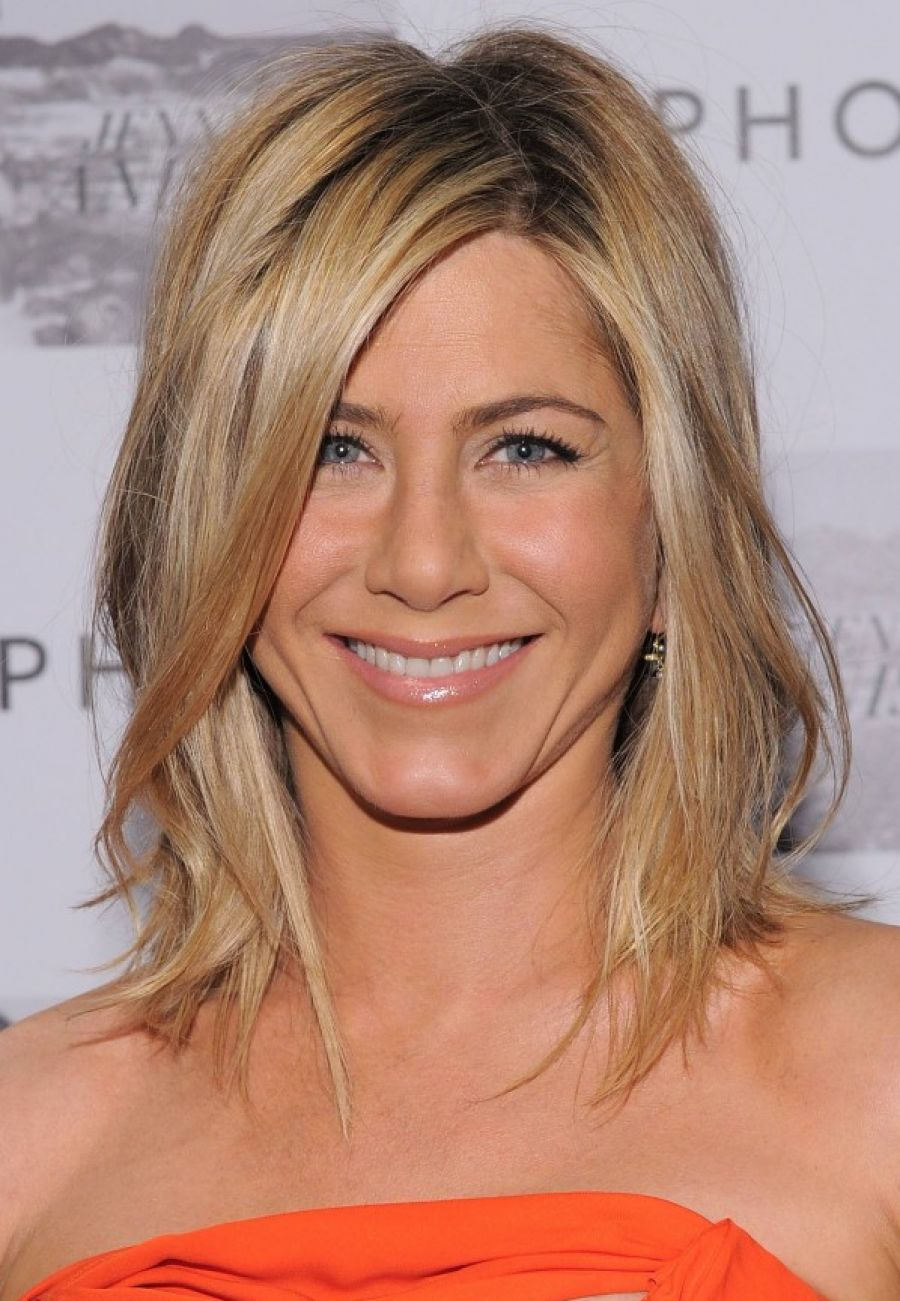 pictures of popular hairstyles for women over 40