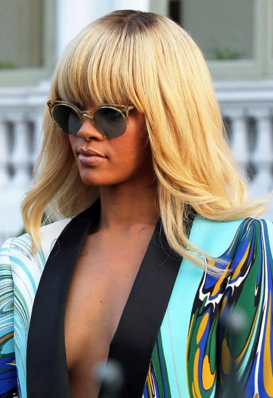 Фото блондинки с челкой на аву