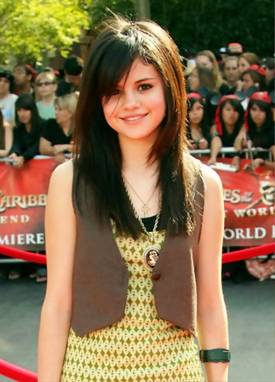 pictures of selena gomez long sleek hairstyle with side bangs