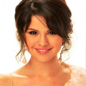 Selena Gomez Messy Updo Hairstyles